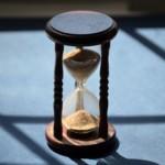 「時を分かたず(ときをわかたず)」の誤用に注意 ~「すぐに」という意味ではない